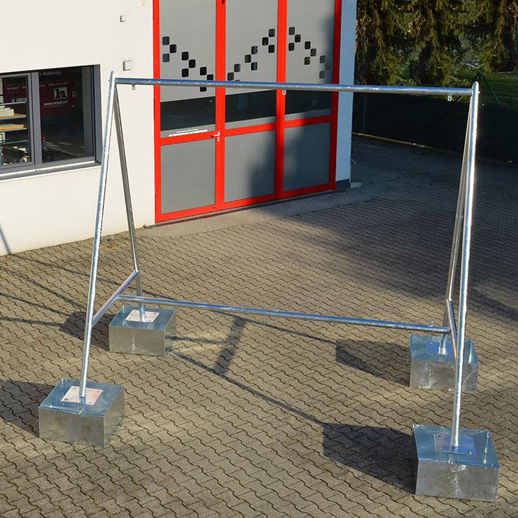 Triangel Schildergestell mit Fundamentwanne