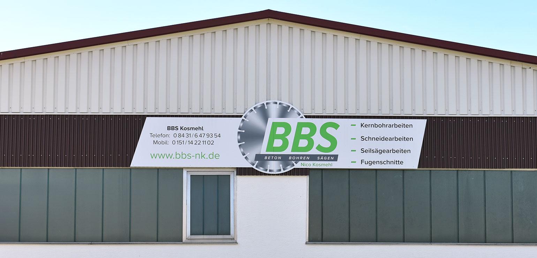 Fassadenwerbung formgefräste Aluverbundplatte mit mehrfarbigem Digitaldruck