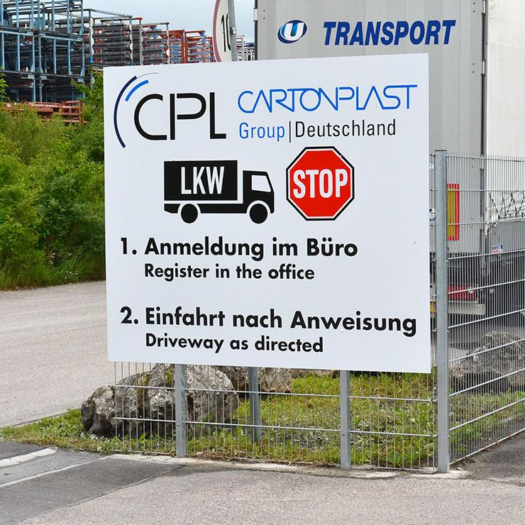 Hinweisschild für Werkseinfahrt.