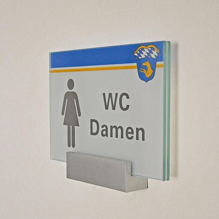 WC-Schild von Leitsystem mit einheitlicher Gestaltung.