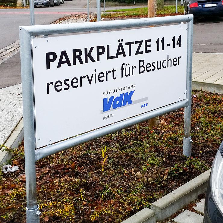 Kennzeichnung von Parkplätzen und Wohnanlagen.