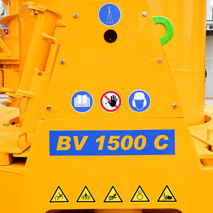 Warnzeichen, Gebotschilder und Typenkennzeichnung als Sonderanfertigung für Maschinen und Fahrzeuge.