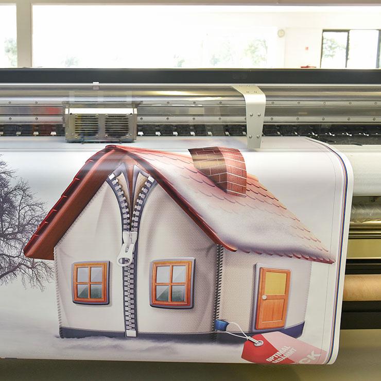 Frontlit-Banner (B1-Zertifizierung) mit witterungsbeständigem Digitaldruck.