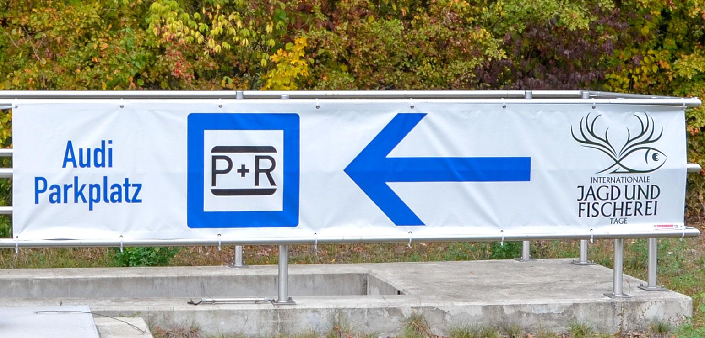 Banner als Leitsystem für Parkplätze