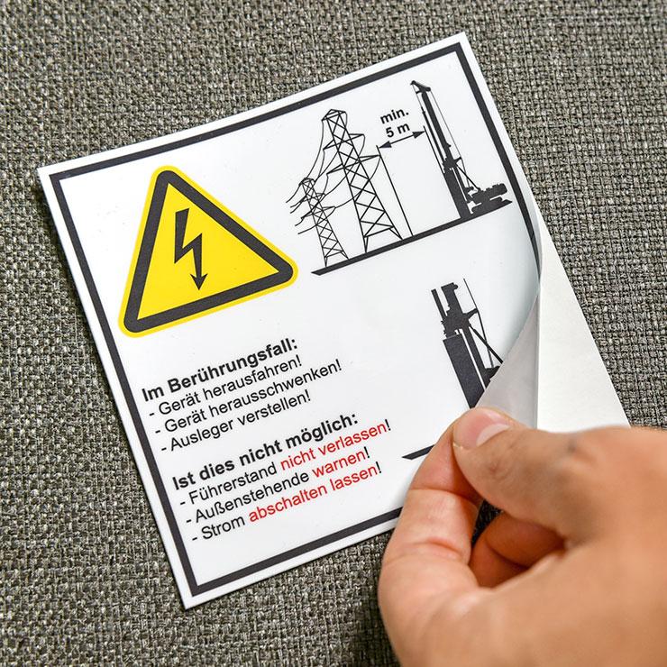 Warnaufkleber, Verbotsbotsschilder, Gebotsschilder, Hinweisschilder, Sicherheitszeichen und Produktsicherheitsschilder nach den geforderten nationalen und internationalen gesetzlichen Anforderungen, Normen und Richtlinien.