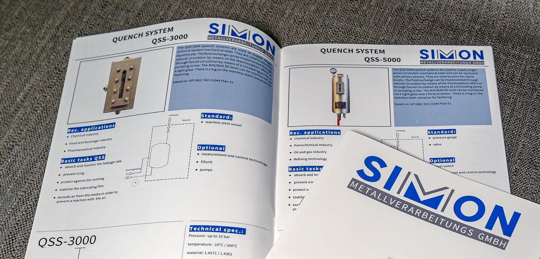 Mehrsprachige Version einer Produktbroschüre mit Rückendrahtbindung.