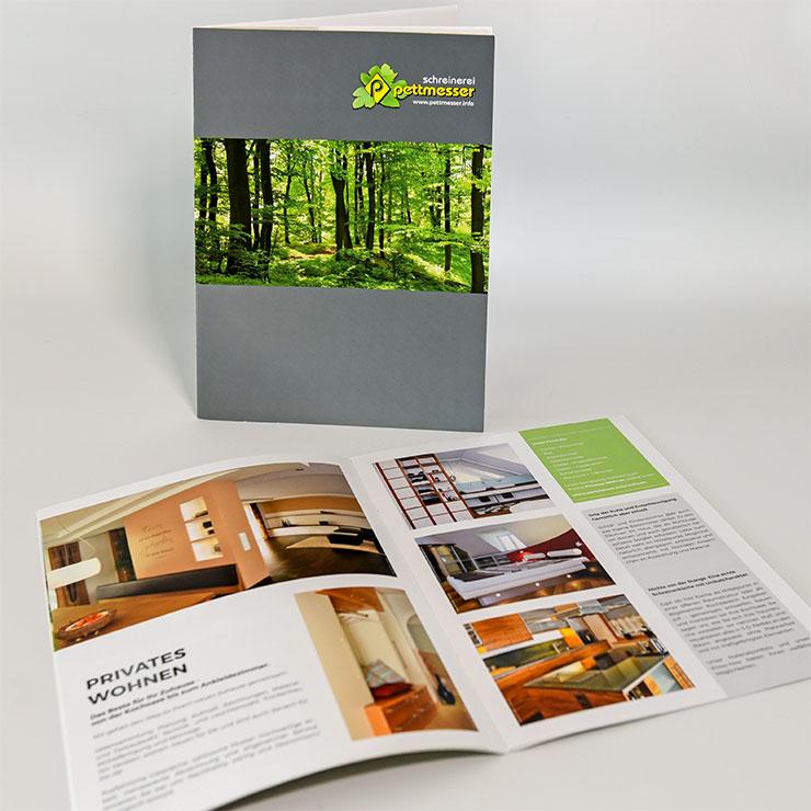 Firmenbroschüren, Konzeptblätter und Prospekte schnell und hochwertig umgesetzt.