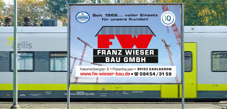 Großplakate sorgen für Aufmerksamkeit an Straßen und öffenlichen Plätzen.