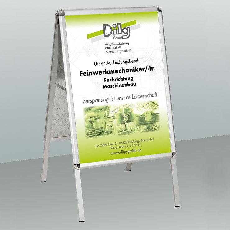 Wir liefern die passende Befestigung für Ihre Poster gleich mit, egal ob Plakatständer,Posterschiene oder magnetischer Wechselrahmen.