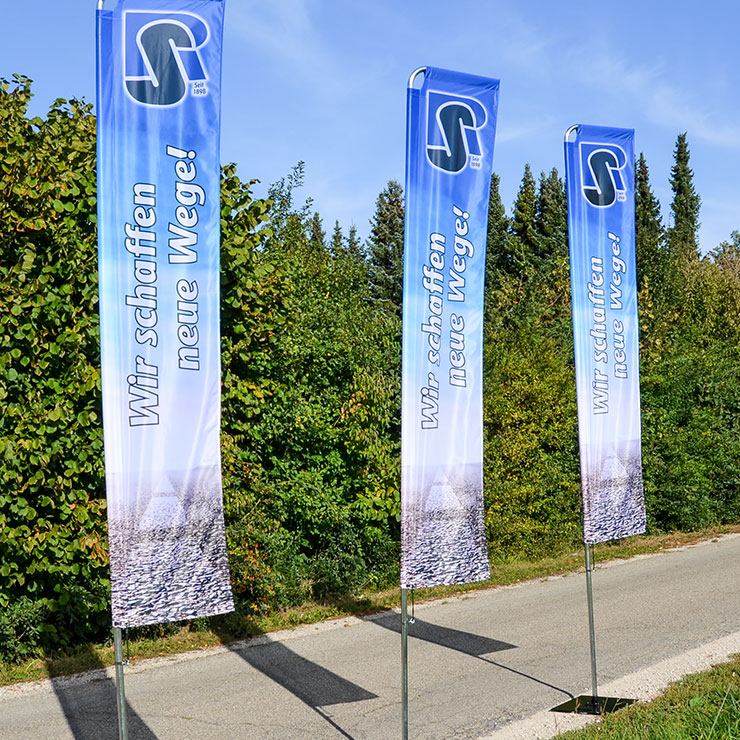 Square-Flag mit Ausleger aus Aluminium-Steckstangen für den Innen- und Außenbereich geeignet