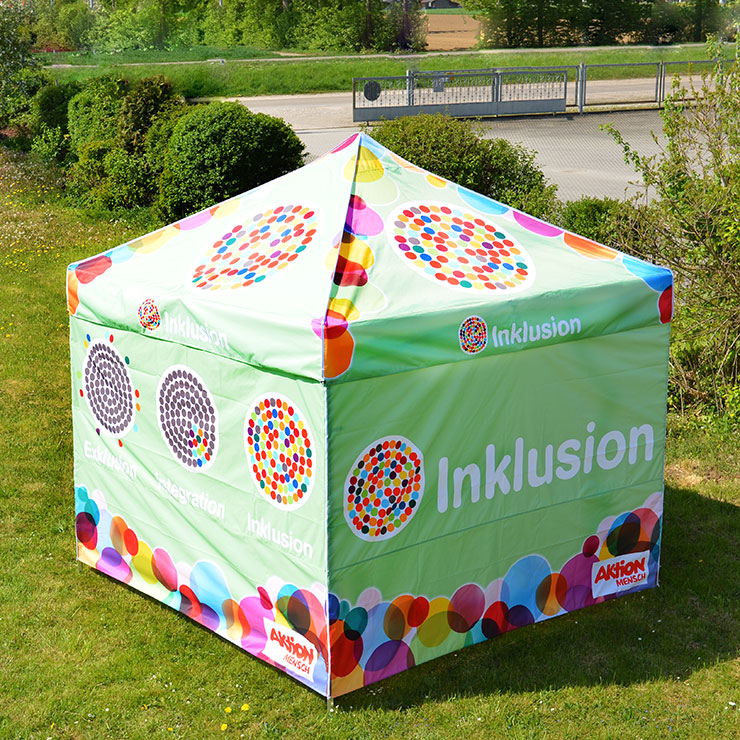 Outdoor Promotion Zelt mit auffälliger Bedruckung, inklusive Gestaltung.